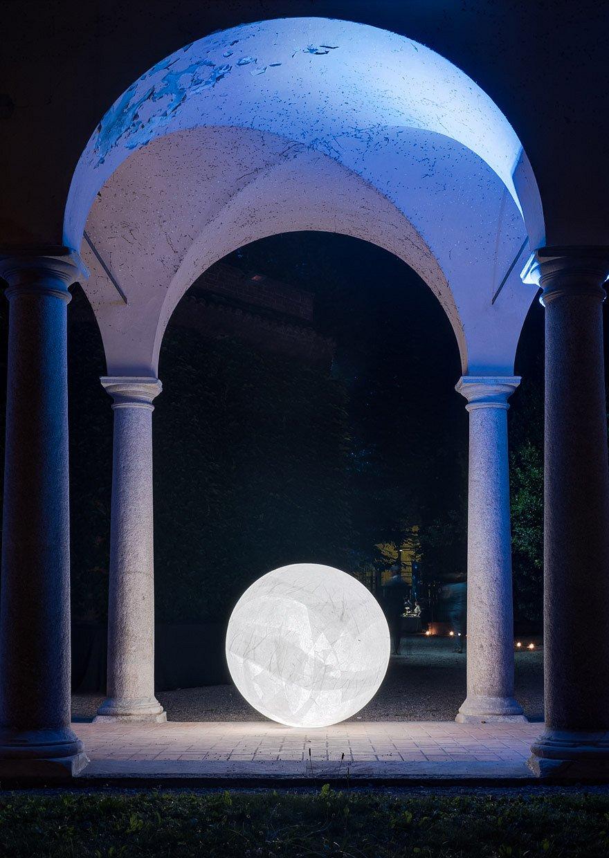 "<h3>Moon</h3><br> <h4>Davide Groppi<br><span style=""font-size: 14px"">Lampada da terra</span></h4>"